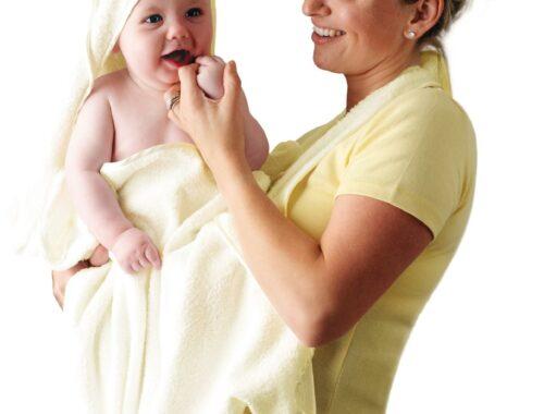 J'ai testé la serviette de bain Clevamama - Maman et Bébé - Crème