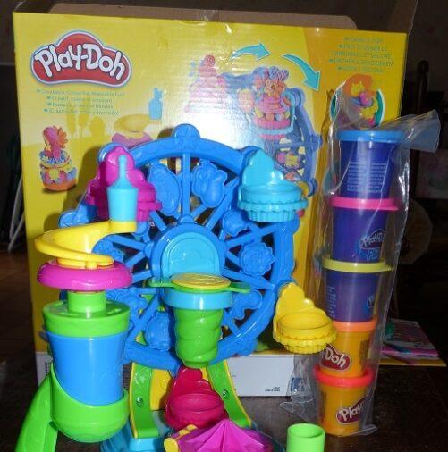 La pâte à modeler de Play-Doh Le carrousel des gâteaux