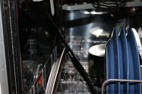 Le couvercle anti-projection en plastique noir de Leifheit