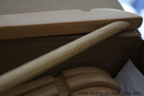 Les cintres en bois couleur Erable AmazonBasics