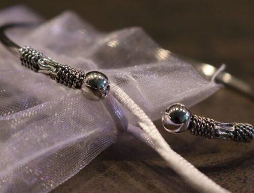 Le bracelet jonc artisanal en métal argent Caraïbes pour femme de Bijoux Chérie