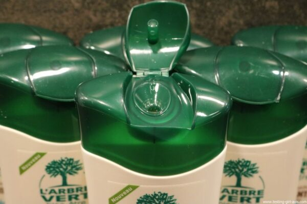 L'arbre vert Bien-etre Creme Douche Vanille aux Extraits de Vanille de Madagascar Bio ouverture flacon