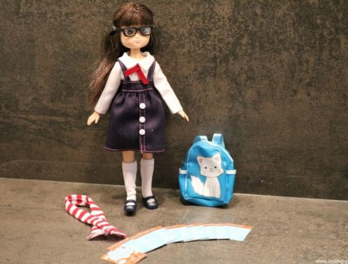 poupee Lottie rentree des classes