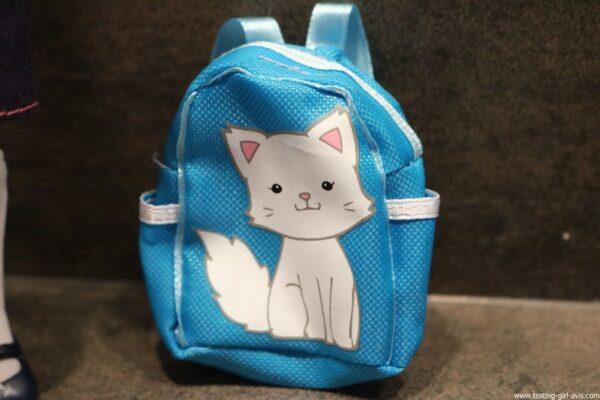 poupee Lottie rentree des classes sac a dos chat
