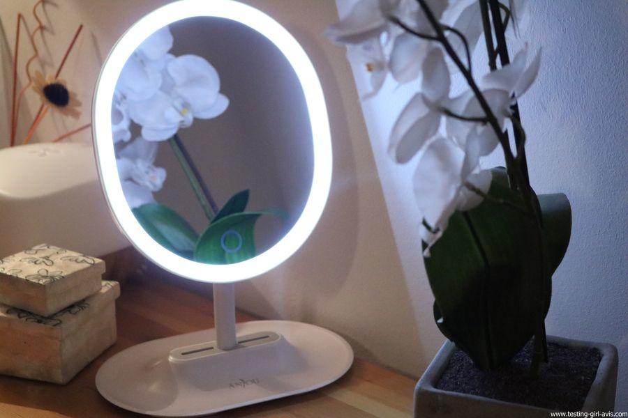 Anjou Miroir Maquillage Lumineux Rechargeable, Lumiere à LED à Reglage Tactile avec Miroir Grossissant 5x Magnetique et Amovible, Rotation à 120° pour Utilisation sur Comptoir - Blanc