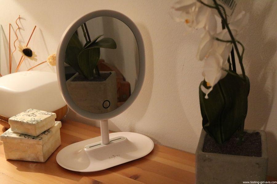 Anjou Miroir Maquillage Lumineux Rechargeable, Lumiere à LED à Reglage Tactile avec Miroir Grossissant 5x Magnetique et Amovible, Rotation à 120° pour Utilisation sur Comptoir - Blanc avis