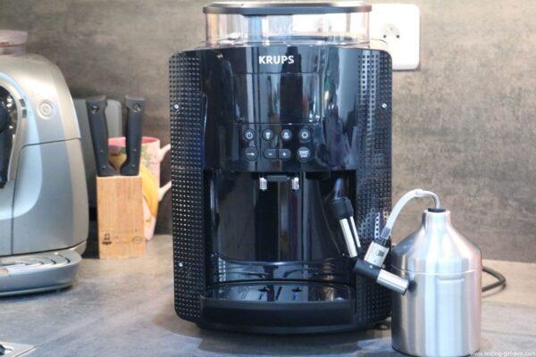 Krups Expresso Broyeur à Grains Essential Noire Ecran LCD avec Pot à Lait Inox - description