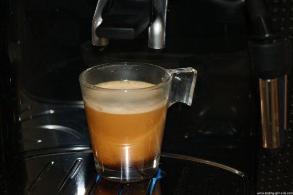 Krups Expresso Broyeur à Grains Essential Noire Ecran LCD avec Pot à Lait Inox - preparation cafe