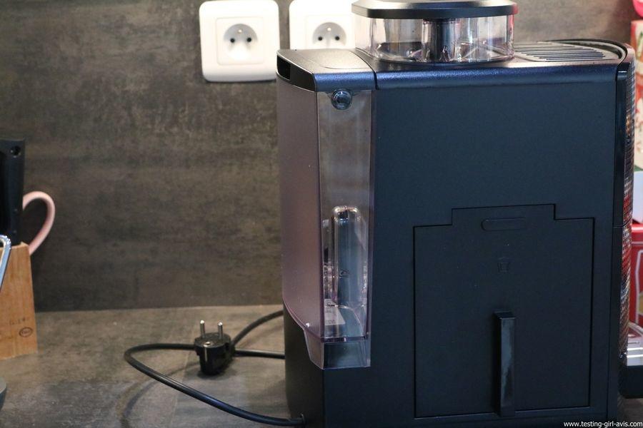 Krups Expresso Broyeur à Grains Essential Noire Ecran LCD avec Pot à Lait Inox - réservoir d'eau