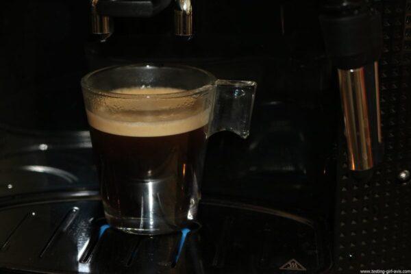 Krups Expresso Broyeur à Grains Essential Noire Ecran LCD avec Pot à Lait Inox - café prêt