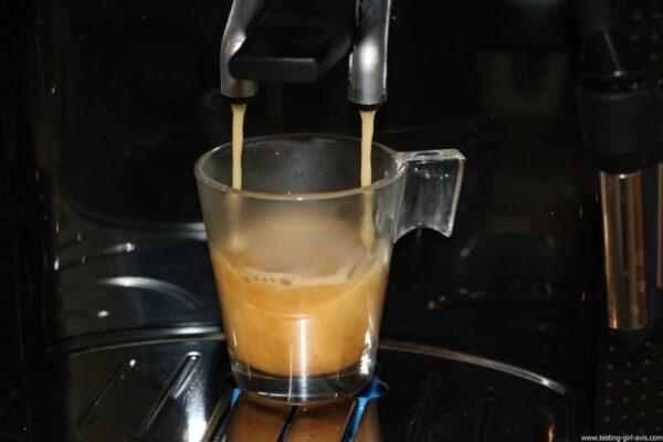 Krups Expresso Broyeur à Grains Essential Noire Ecran LCD avec Pot à Lait Inox - préparation café
