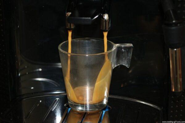 Krups Expresso Broyeur à Grains Essential Noire Ecran LCD avec Pot à Lait Inox - café