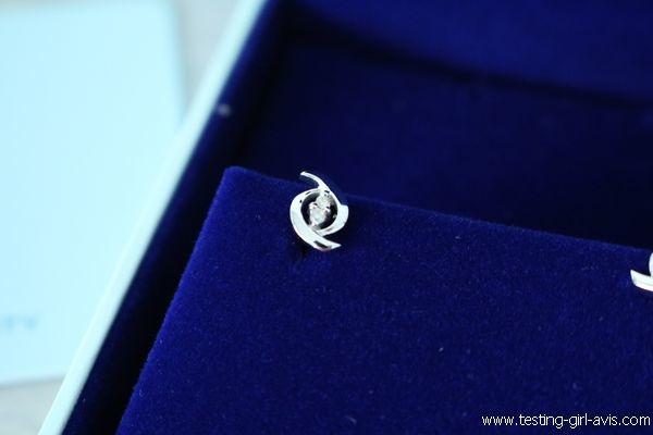 Boucles d'oreilles Miore : Or blanc 9 carats et 4 diamants - Zoom