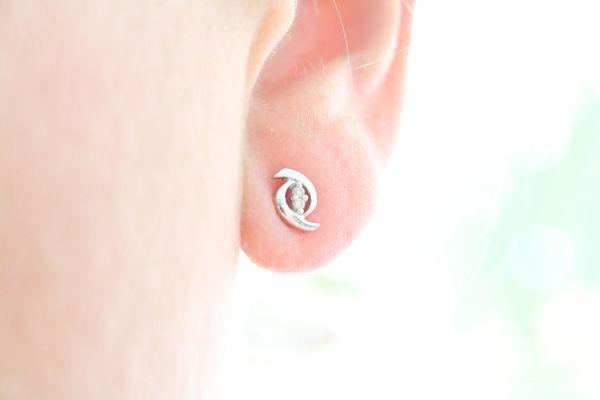 Boucles d'oreilles Miore : Or blanc 9 carats et 4 diamants - Test