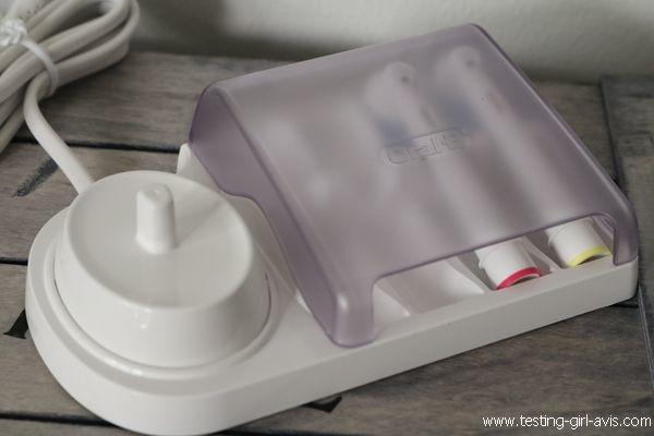 Oral-B Genius 10000N Sensi Ultrathin : La meilleure brosse à dents ? - Chargeur et range-brossettes