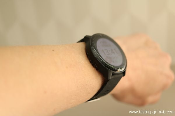 La Garmin Vivoactive 3 Music, une montre qui s'intègre plutôt bien sur un poignet féminin
