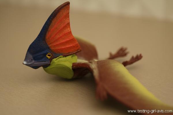 Réparation du cou d'un dinosaure
