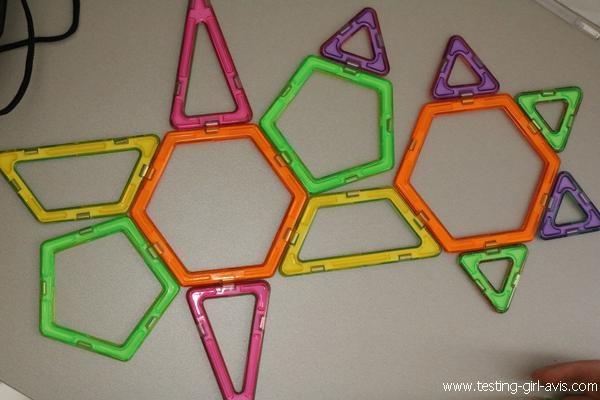 Forme géométrique en 2D multicolore