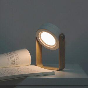 Lampe à poser portable et tactile, muni d'ampoules LED avec 3 niveaux de luminosité
