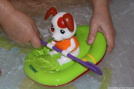 Mon toutou paddle Tomy jeu bain