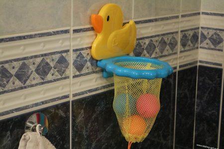 Un jeu pour le bain original: le canard panier de basket de Munchkin