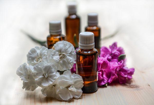 flacons huiles essentielles pour lutter contre la fatigue hivernale