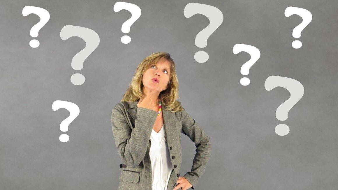 Comment quitter un CDI qu'on a eu du mal à décrocher? femme qui se pose des questions