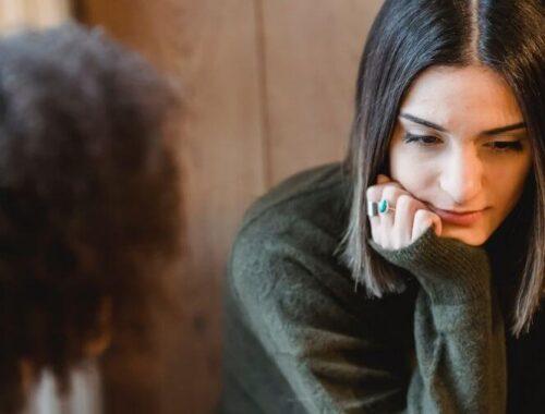Discussion entre copines sur l'affiliation