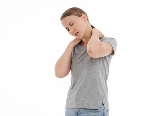 Maladie psychosomatique: Le corps qui tombe malade à cause du psychisme femme mal cervicale