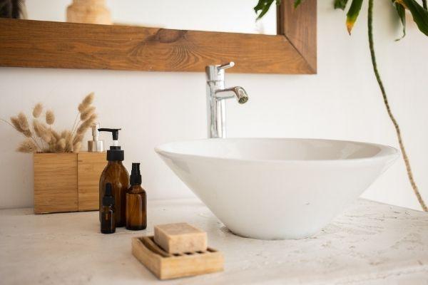 Pourquoi de la cosmétique solide dans la salle de bains